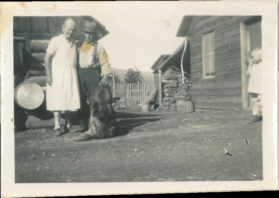 Afb. 3: de oud geworden tante uit Amerika met Rudolph en zeer zachte hond